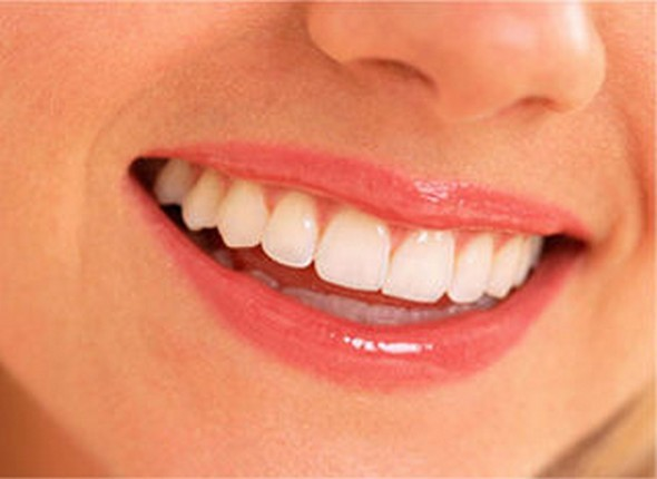 """Dentures Or Dental Implants – Which One Is Best For Enhancing Esthetics"""